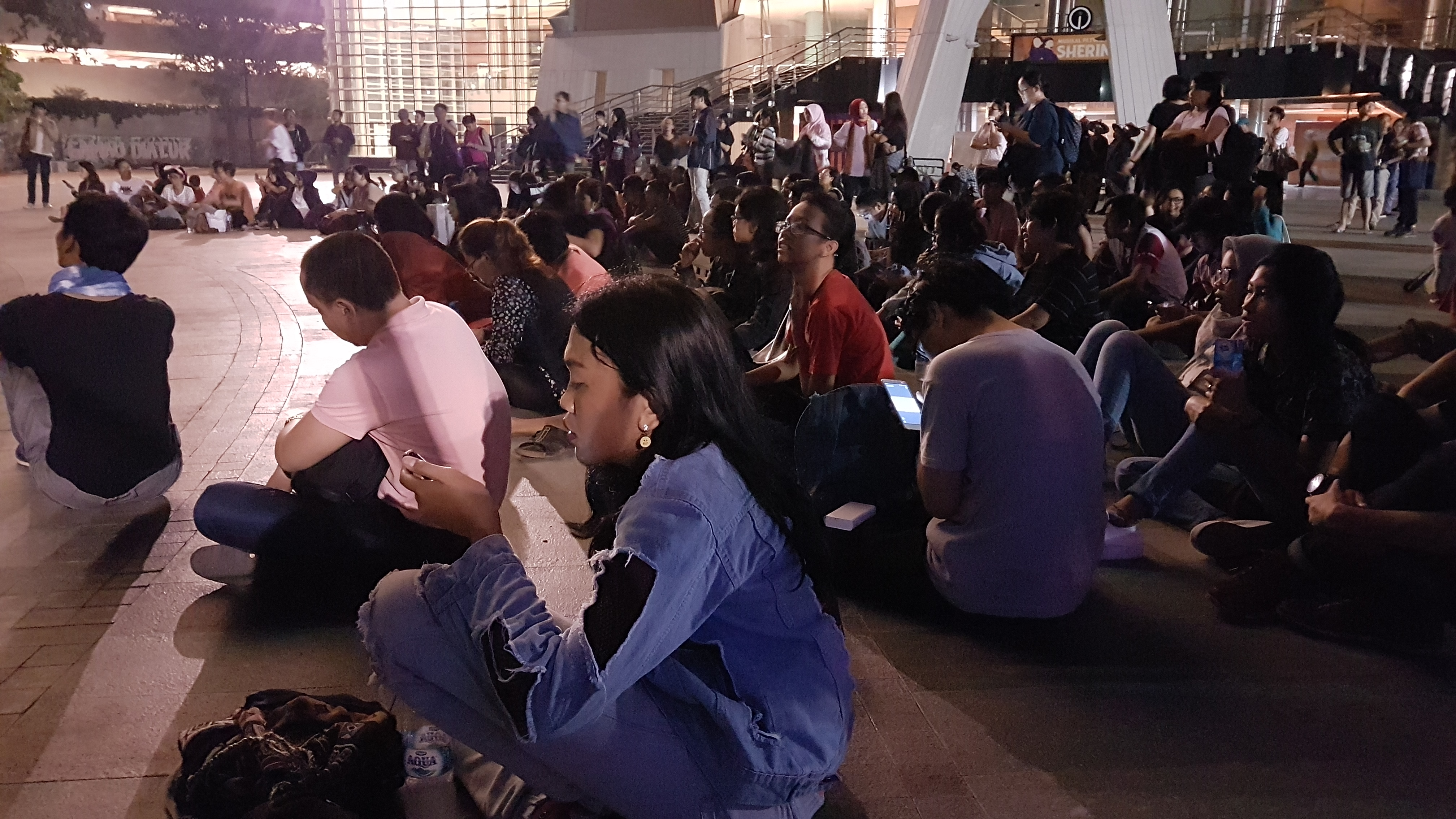 Photo of the crowd during the monologue event of One Billion Rising Jakarta 2018