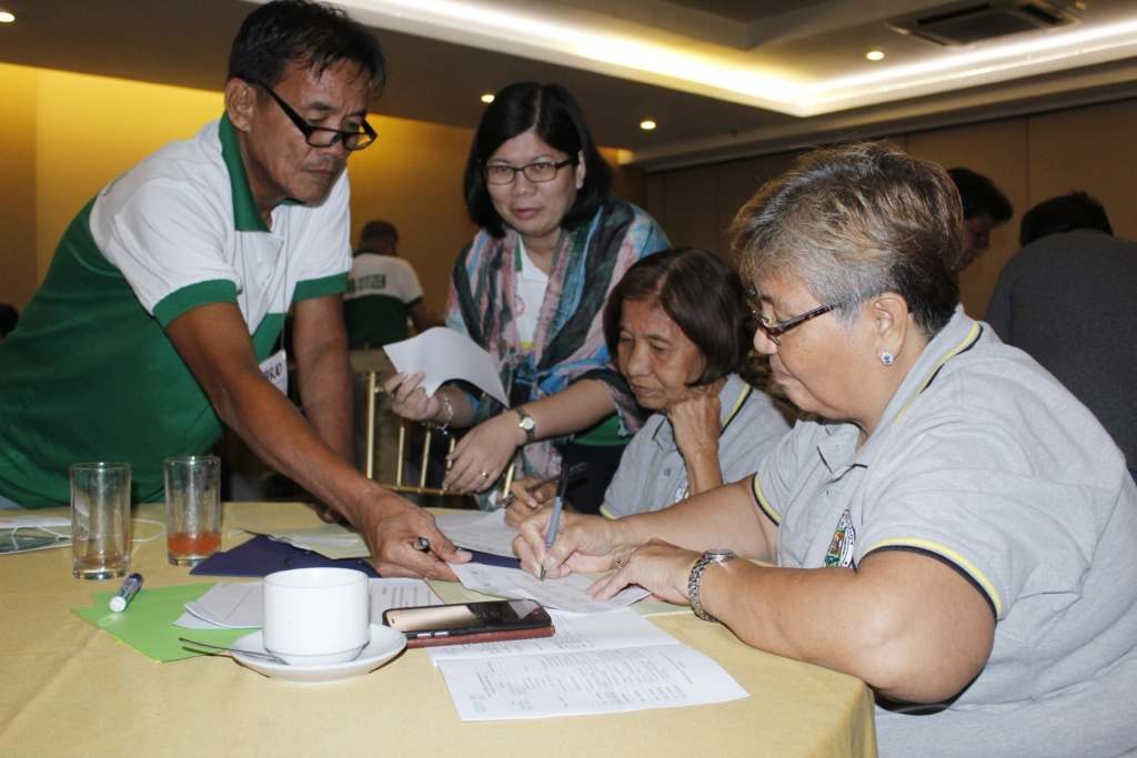 Tatay Mario in action during the Orientation on Helpdesk and Community Monitoring